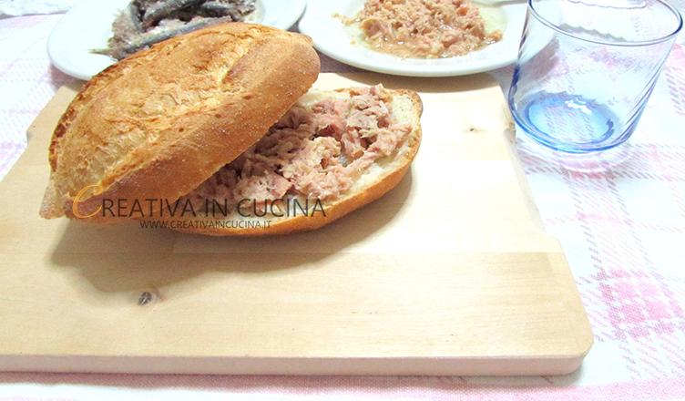 Pizzarello Molfettese, ricetta tipica del periodo di Pasqua - ricetta di Creativaincucina ©