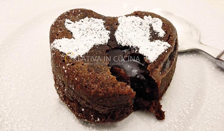 Tortino di San Valentino al cioccolato col cuore morbido ricetta di Creativaincucina