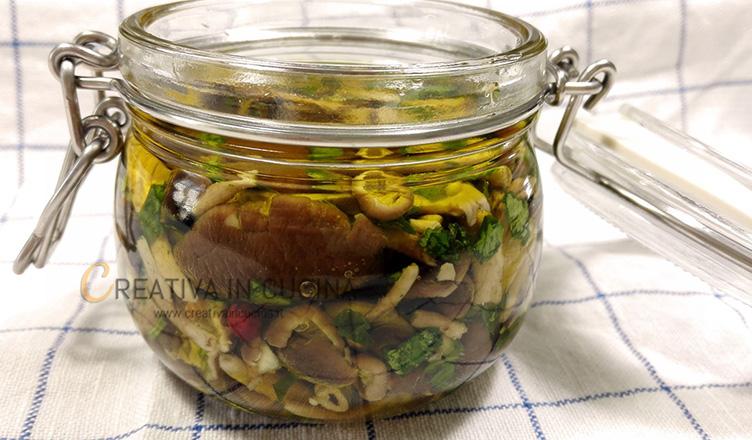 Funghi pioppini sott'olio ricetta di Creativaincucina