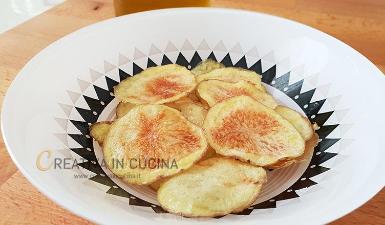 Le chips di patate a microonde in 5 minuti ricetta di Creativaincucina