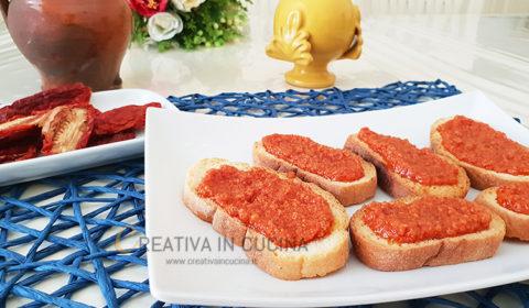 Crostini con pesto di pomodori secchi