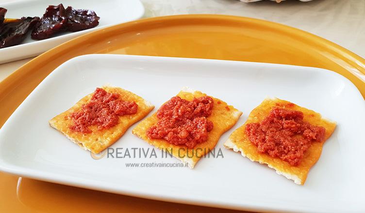 Crostini con pesto di pomodori secchi ricetta di Creativaincucina