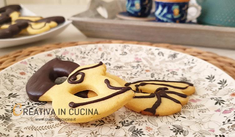 Biscotti maschere di carnevale ricetta di Creativa in cucina