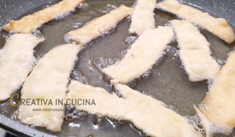 Chiacchiere, frappe, bugie di carnevale, ricetta veloce ricetta di Creativaincucina