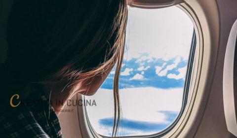 Cosa non mangiare e bere prima di un viaggio in aereo