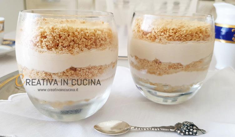 Cheesecake yogurt e caffè in bicchiere