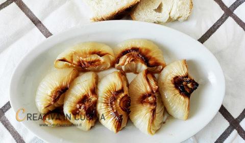 Cipolle bianche piatte al forno