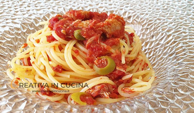 Spaghetti con tonno e olive