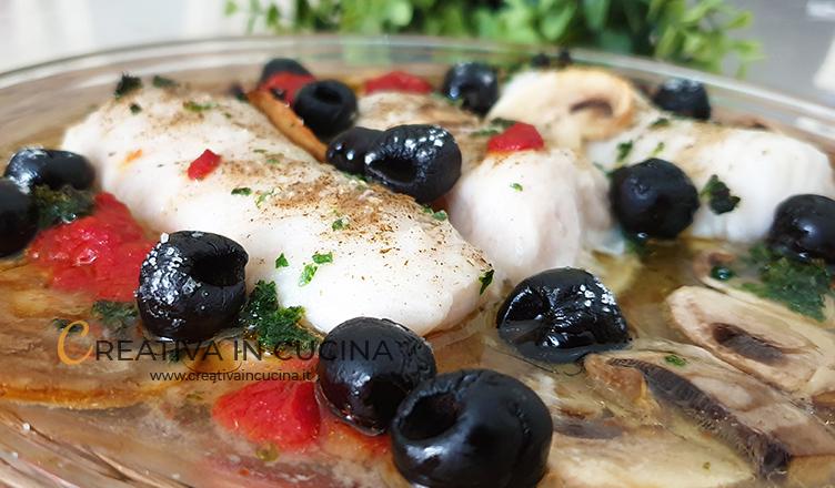 Filetti di merluzzo con funghi e olive, in forno