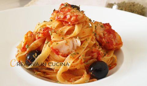 Linguine con filetti di merluzzo, pomodoro e olive alla mediterranea